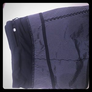 EUC Lulu speed shorts blue pinstripe size 8